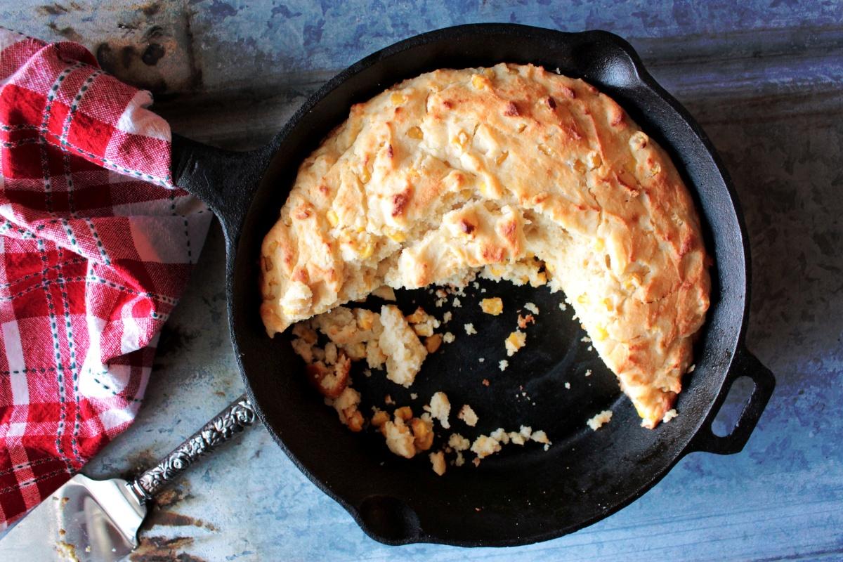 cast iron skillet buttermilk corn bread – a common connoisseur